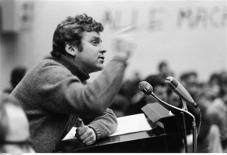 Daniel Cohn-Bendit, membre du SDS, lors d'un discours, photographie d'Abisag Tüllmann