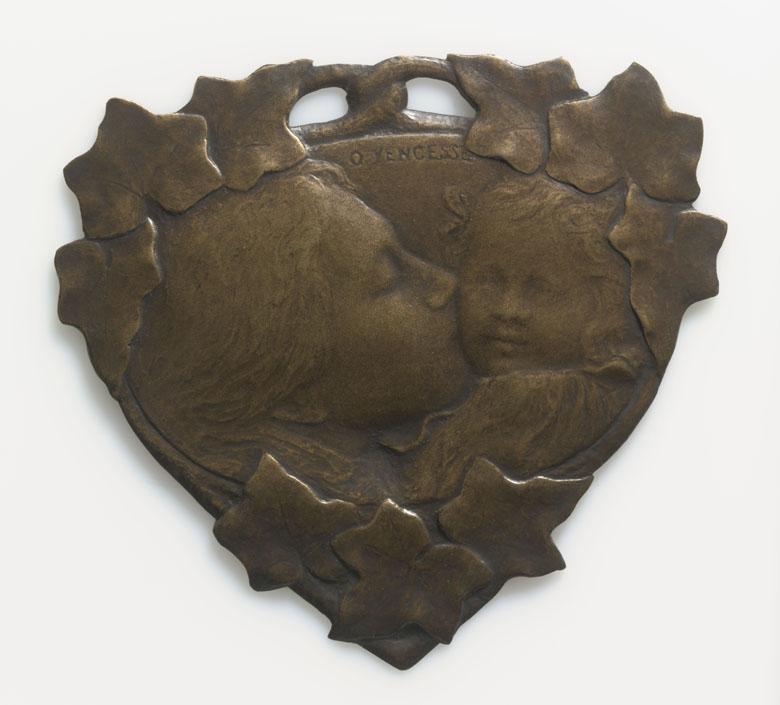 Mère embrassant son enfant, Ovide Yencesse (1869-1947), Paris, musée d'Orsay