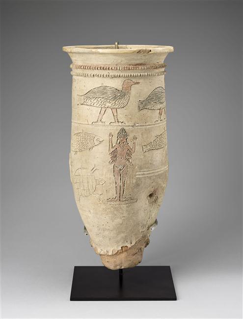 Vase d'Ishtar à décor animalier gravé : figures d'Ishtar, oiseaux, poisson, tortue, bison