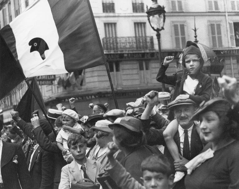Un à-côté du défilé populaire, 14 juillet 1936, Willy Ronis, Charenton-le-Pont, Médiathèque de l'Architecture et du Patrimoine