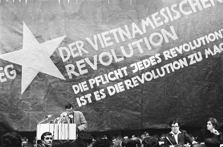Réunion du Tribunal international contre les crimes de guerre commis au Vietnam, organisée par l'Union socialiste allemande des étudiants (SDS), photographie de Klaus Mehner