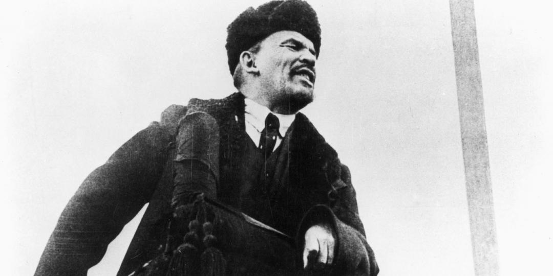 Lénine tenant un discours sur la Place Rouge pour célébrer le premier anniversaire de la Révolution d'Octobre, Berlin, BPK