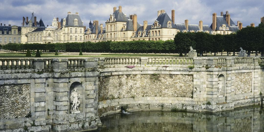 Vue du château de Fontainebleau depuis le bassin des cascades, de Jean-Baptiste Leroux