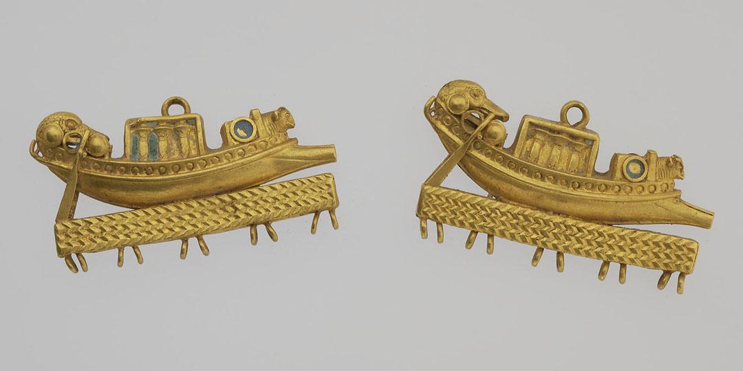 Fermoir séparateur pour collier à rangs multiples, en forme de bateaux ornés de têtes de canard, musée du Louvre, Antiquités égyptiennes