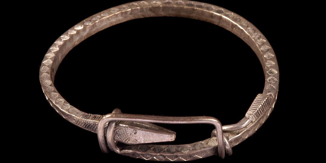Bracelet à fermoir coulissant Firavaka en forme de serpent, musée du quai Branly - Jacques Chirac