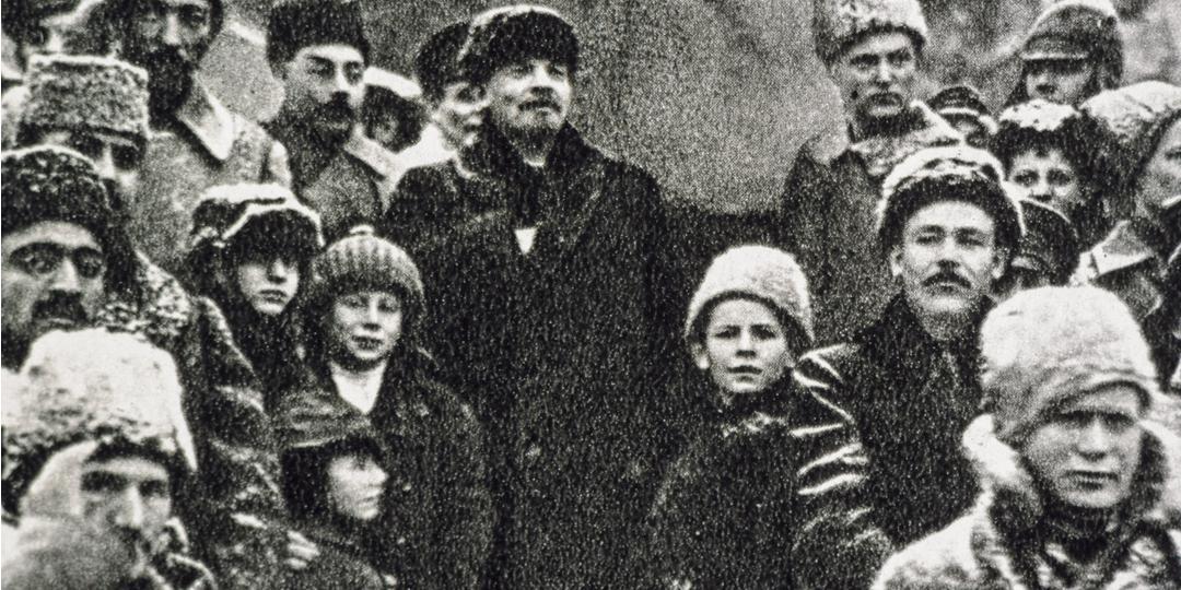 Lénine sur la place Rouge, le jour du second anniversaire de la Révolution d'Octobre, Leo.Ya.Leonidov, Londres, Tate Collection
