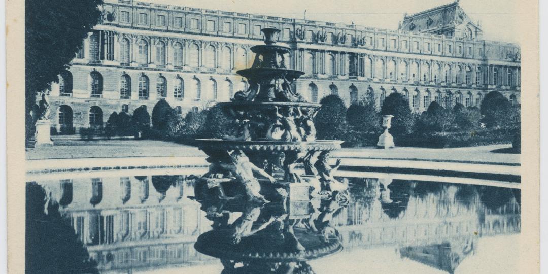 Carte postale :  Château de Versailles-vue du Bassin de la Pyramide. Photographie de H. Noari.