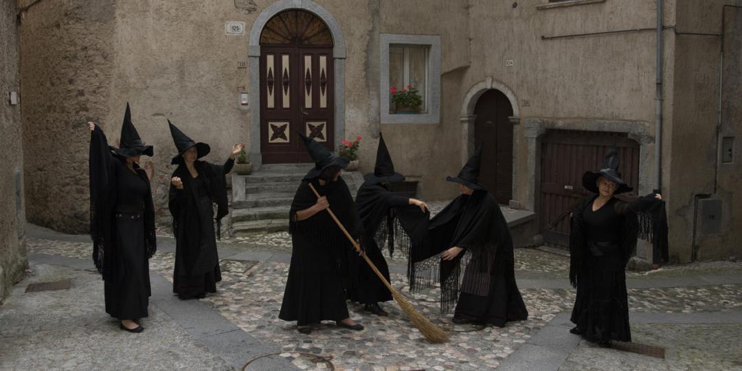 Les Sorcières de Cimego, Alberto Campanile, Italie, Florence, Fratelli Alinari