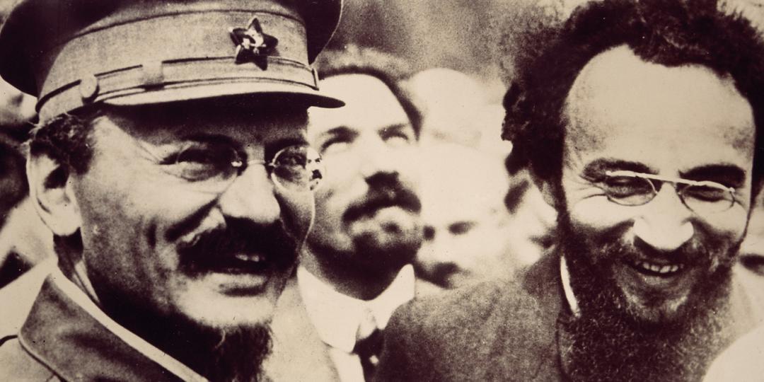 Léon Trotski avec Jules Humbert-Droz lors d'une manifestaion sur la Place Rouge