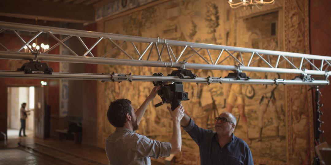 Les photographes Mathieu Rabeau et René-Gabriel Ojéda règlent l'appareil